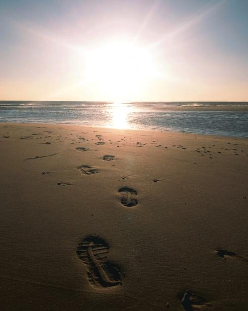 Beach-walk-unsplash